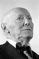 Isaac Bashevis Singer, before giving a speech at the Jewish Community Center in Stockholm, Sweden.